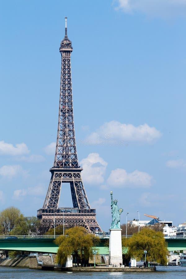 埃菲尔自由巴黎雕象塔 库存照片