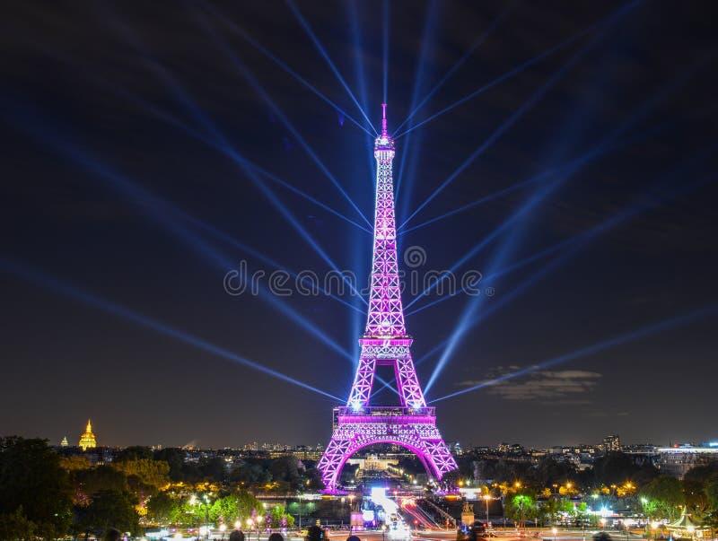 埃菲尔铁塔令人惊讶的轻的展示  免版税库存照片