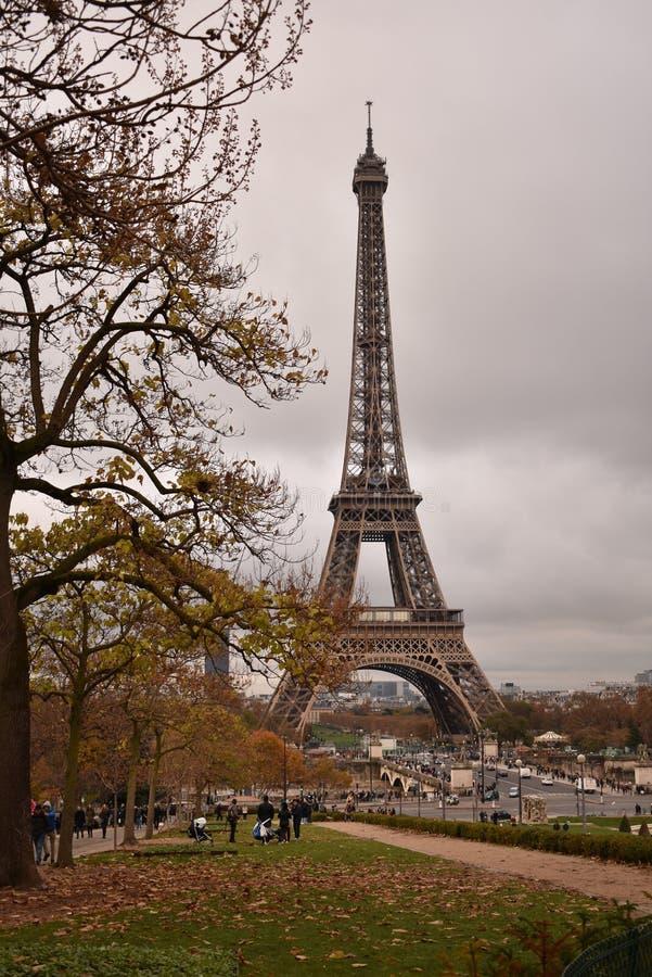 埃菲尔铁塔在一秋天天 免版税库存照片