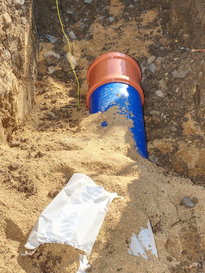 埋没供水管道 城市给水供应链服务  免版税库存照片