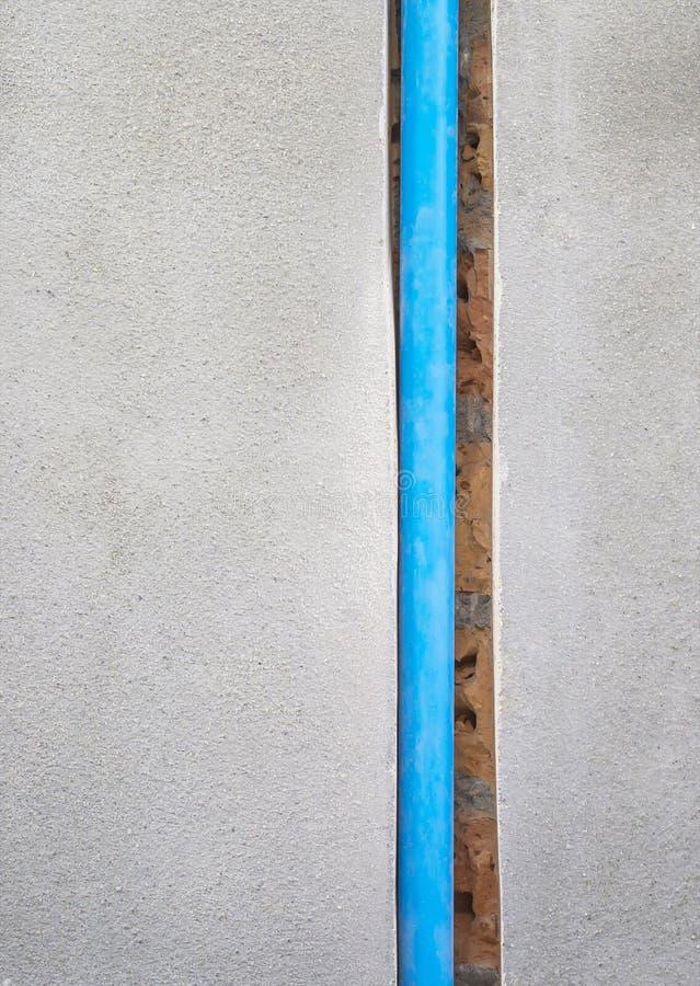埋没pvc管子在墙壁 免版税库存照片