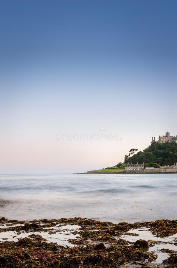 城堡和海洋 库存图片