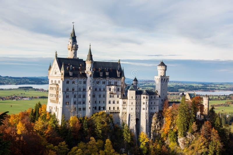 城堡在密林, Schloss新天鹅堡-菲森,德国 免版税库存照片