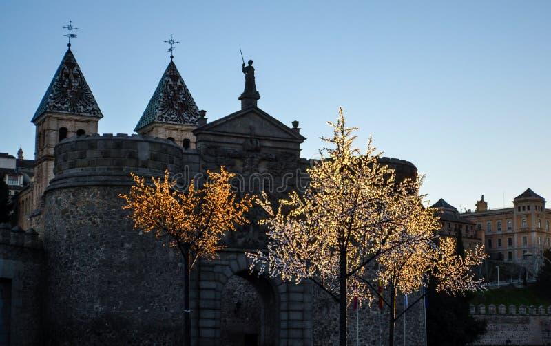 城堡在有闪动的人为树的托莱多 库存图片