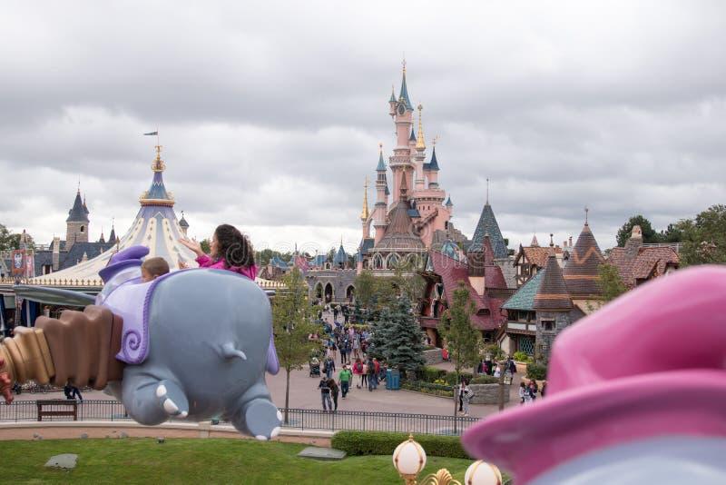 城堡在迪斯尼乐园公园巴黎 库存图片