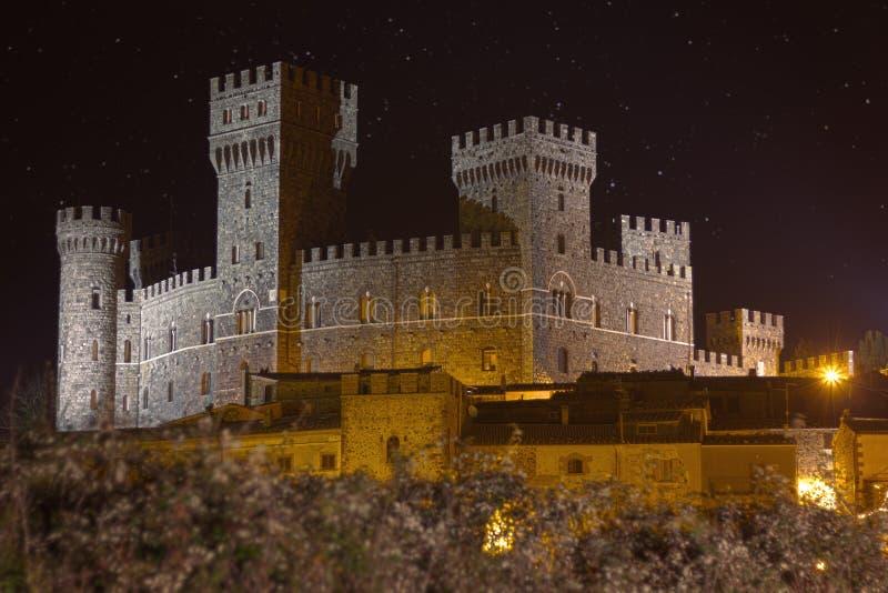 城堡塔Alfina夜 免版税库存照片
