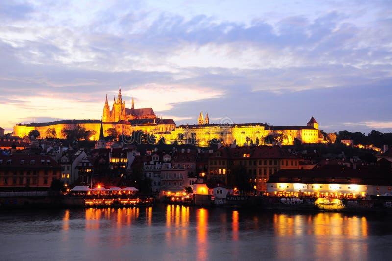 城堡布拉格日落 cesky捷克krumlov中世纪老共和国城镇视图 免版税库存图片