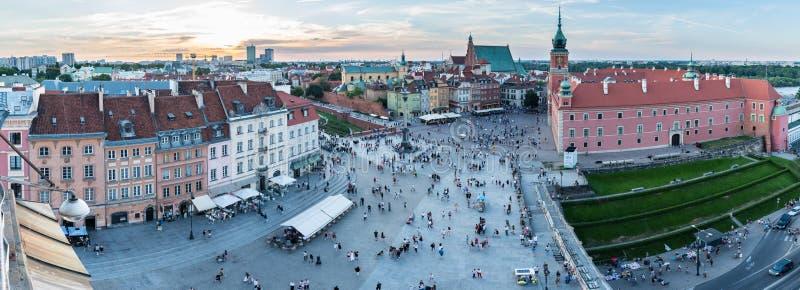 城堡广场全景在华沙,波兰,太阳开始设置在奥尔德敦 图库摄影
