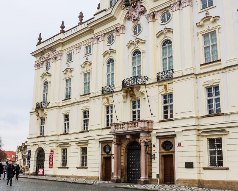 城堡广场的Palace大主教的在正门附近 免版税库存照片