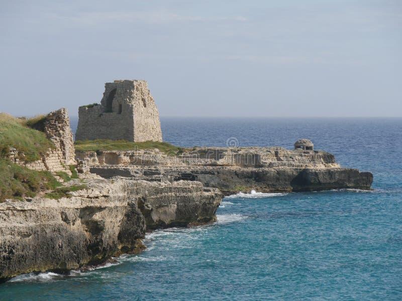 城堡废墟和监视塔在罗卡 免版税库存图片