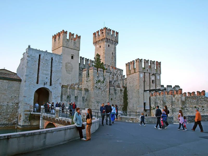 城堡意大利中世纪sirmione 免版税库存图片