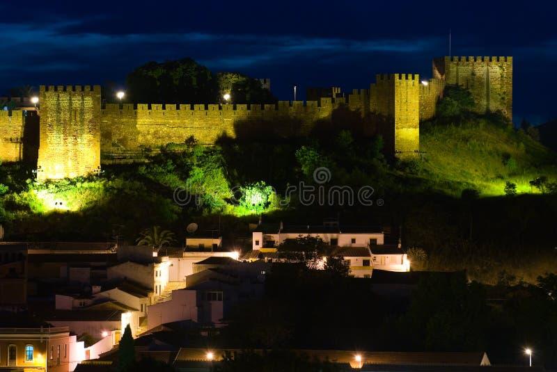 城堡晚上silves 库存照片