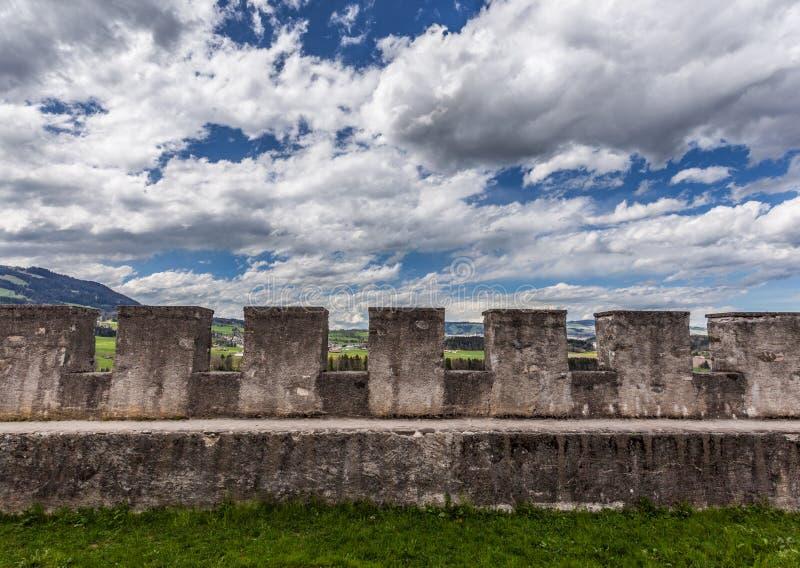 城堡格律耶尔墙壁 库存图片