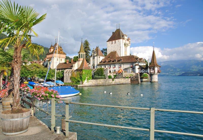 城堡湖oberhofen瑞士thun 免版税图库摄影