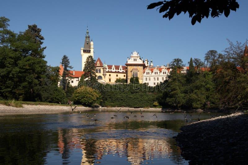 城堡生成了池塘pruhonice 图库摄影