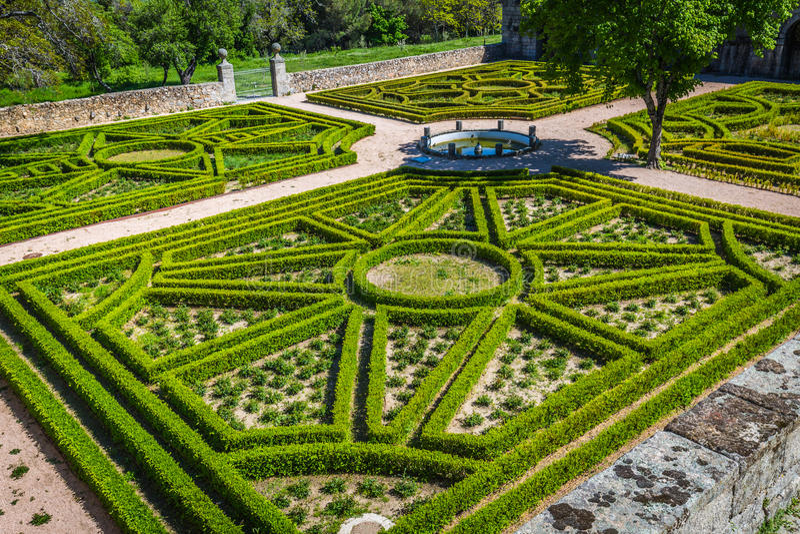 城堡的埃斯科里亚尔庭院在马德里西班牙附近的圣洛伦佐 免版税库存图片