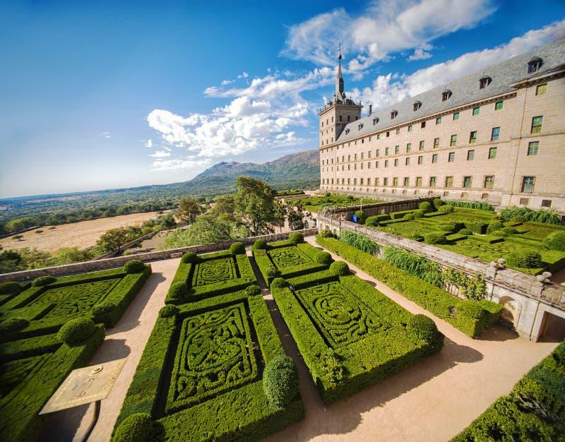 城堡的埃斯科里亚尔庭院在马德里,西班牙附近的圣洛伦佐 库存图片
