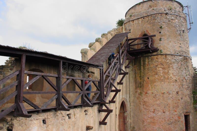 城堡的废墟在小山Chojnik的在Jelenia GÃ ³镭附近 图库摄影