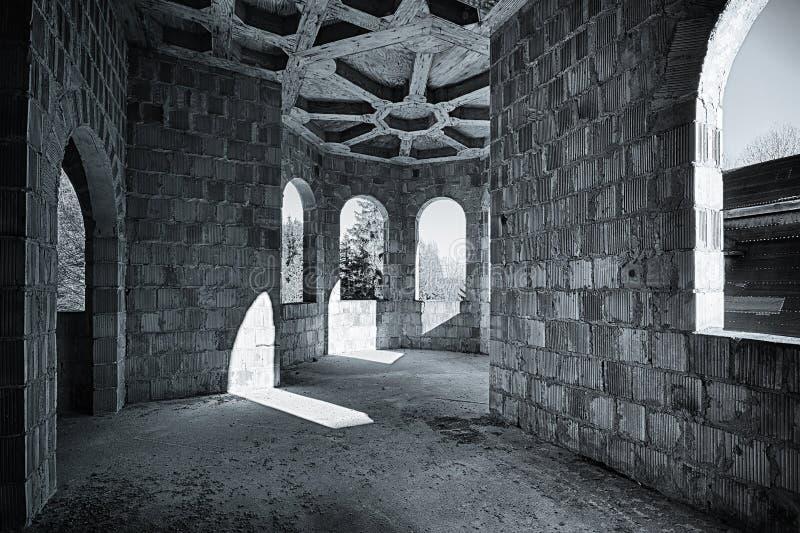 城堡的被放弃的室 免版税库存图片