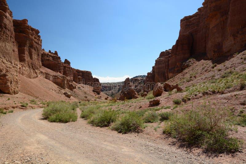 城堡的谷的看法 Charyn国立公园 阿尔玛蒂地区 r 免版税图库摄影