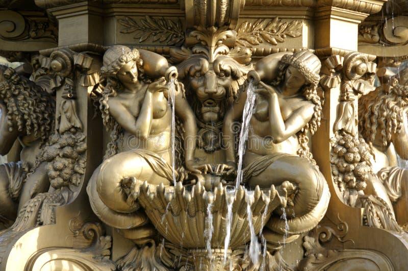 城堡详细资料近爱丁堡喷泉 库存图片