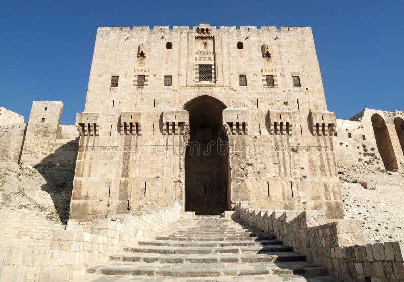 城堡门在阿勒颇叙利亚老城镇 库存图片