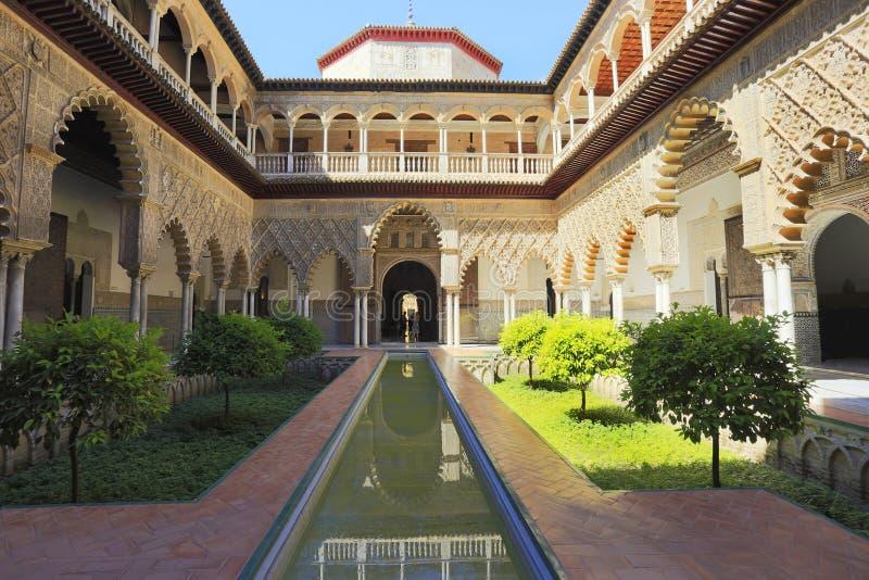 城堡,著名安达卢西亚的建筑学宫殿  老阿拉伯宫殿在塞维利亚,西班牙 免版税图库摄影
