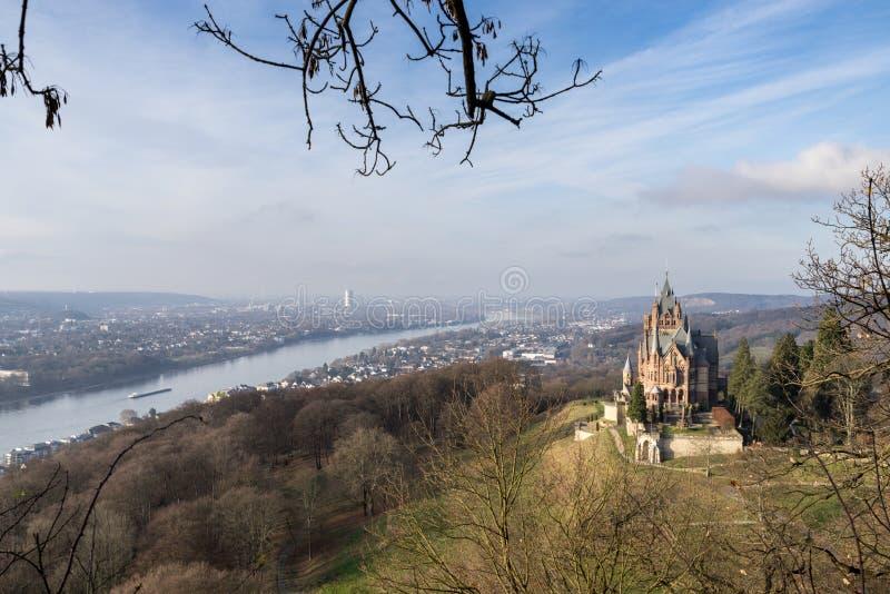 城堡Drachenburg Siebengebirge和河莱茵河波恩德国 免版税库存照片