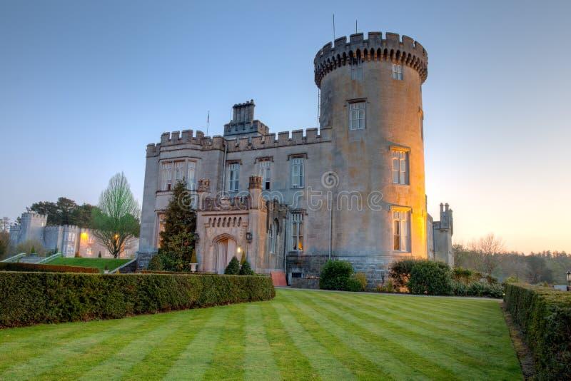 城堡dromoland黄昏西方的爱尔兰 免版税库存照片
