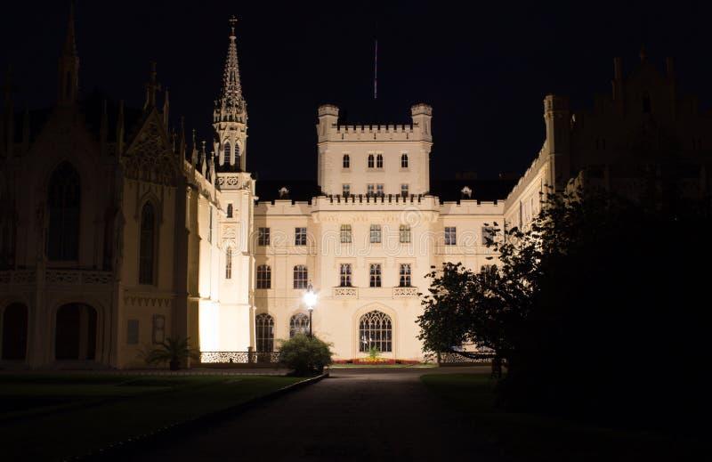 城堡Lednice在晚上 免版税库存照片