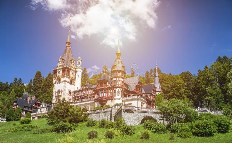 城堡peles罗马尼亚 美丽的著名皇家城堡和ornamen 库存照片
