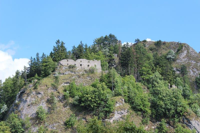 城堡Vrsatec 免版税图库摄影