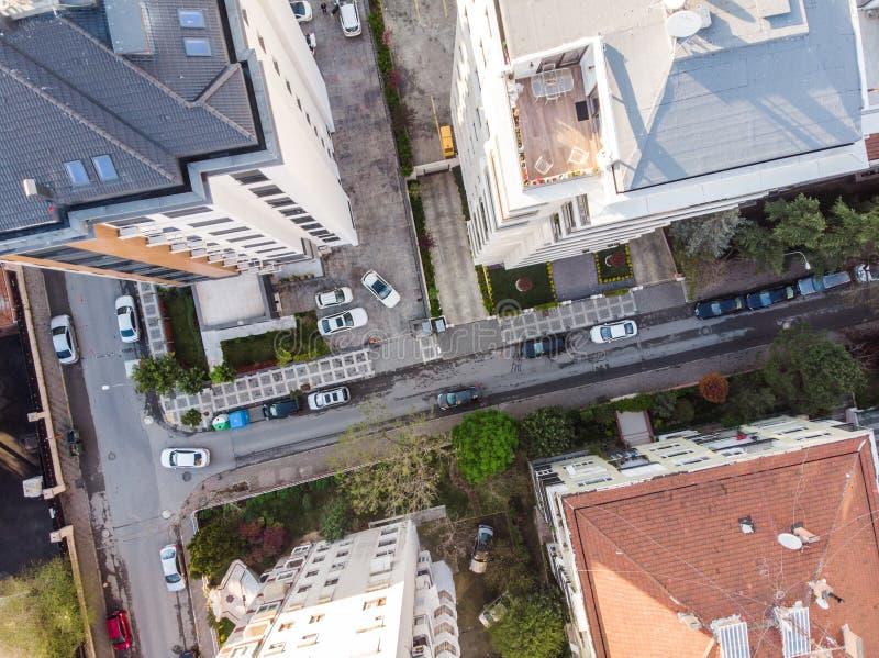 城市、大厦和街道空中寄生虫视图  免版税库存照片