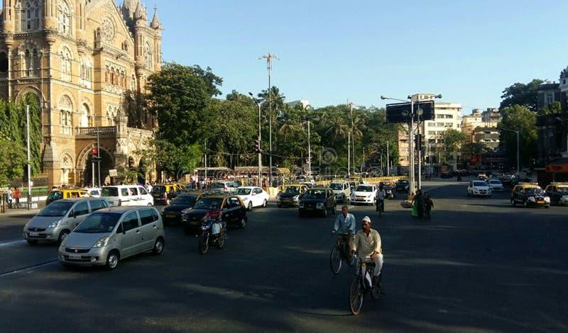 城市交通行人交叉路路孟买,印度 免版税库存照片