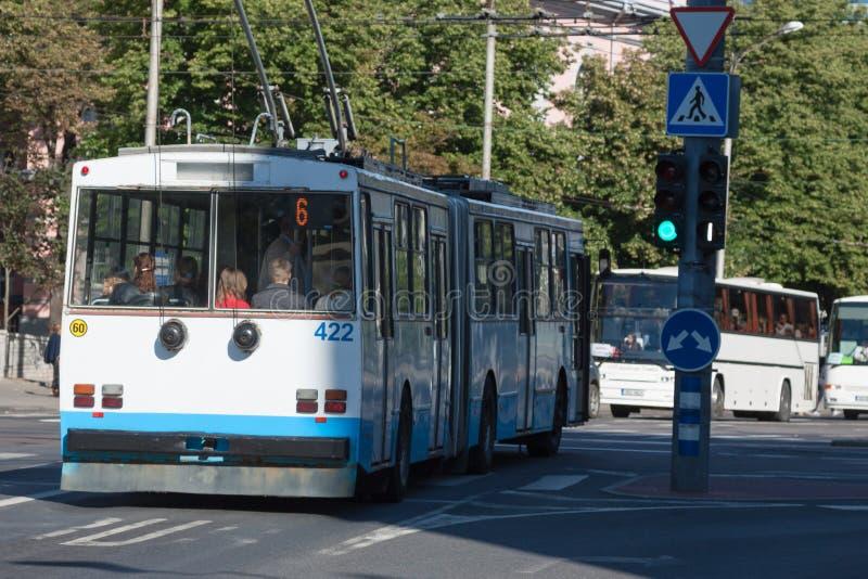城市公共汽车在塔林,爱沙尼亚 免版税图库摄影