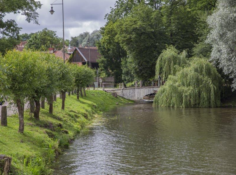 城市公园在Kuldiga,拉脱维亚 免版税库存照片