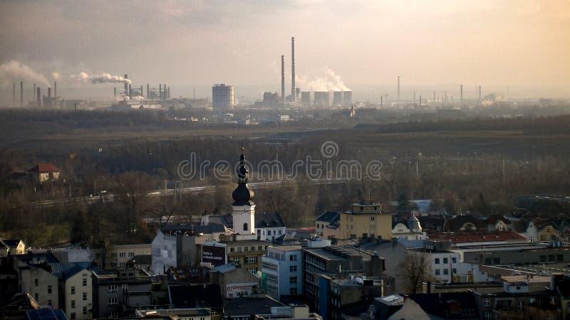 城市和工业区在居住于的区域旁边在俄斯拉发在Czechia 免版税库存图片