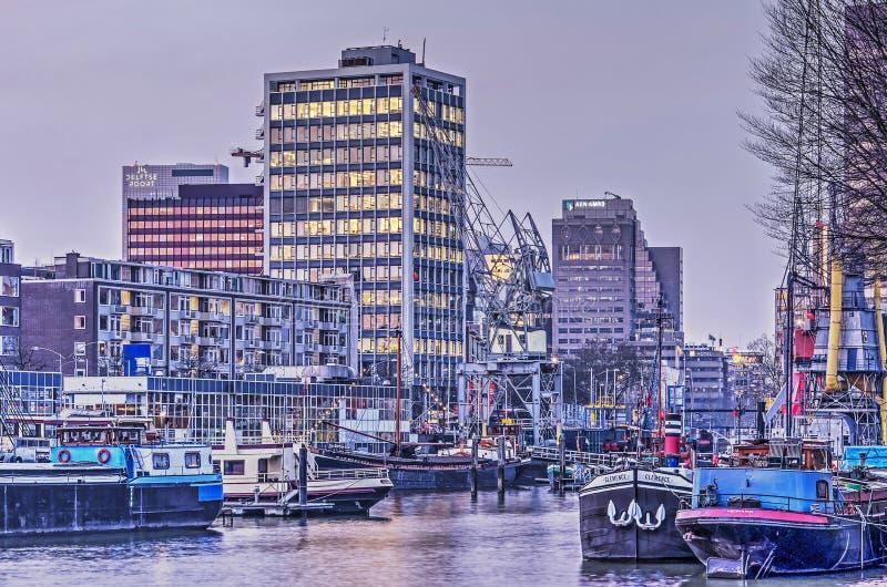 城市和港口黄昏的 免版税图库摄影