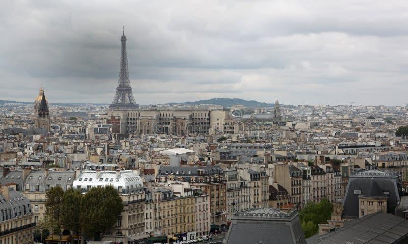 城市和艾菲尔铁塔的全景从Notre水坝大教堂  图库摄影