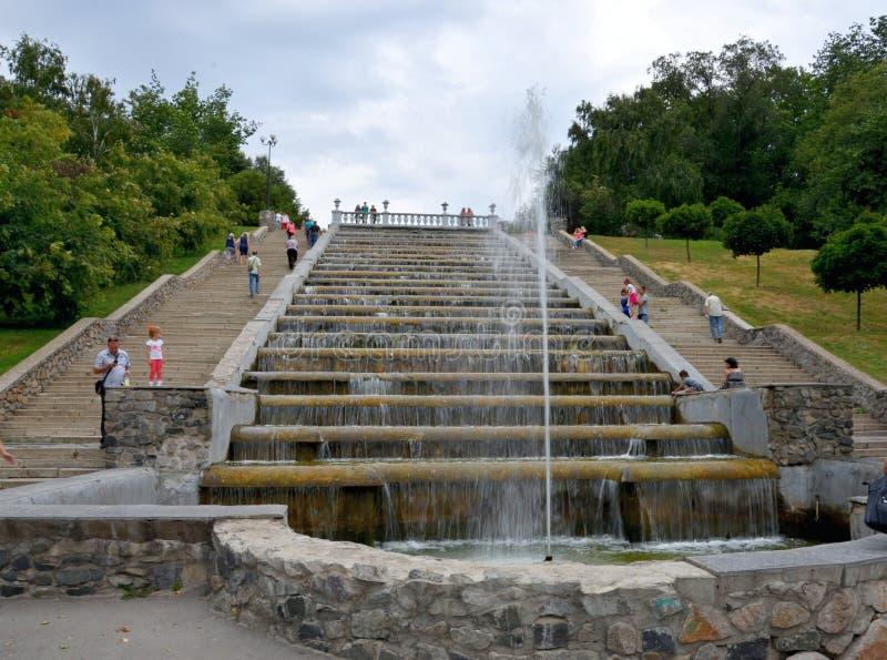 城市喷泉小瀑布,地方地标,哈尔科夫,乌克兰 免版税库存照片