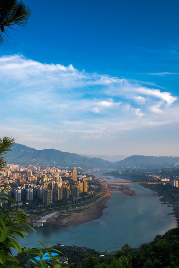 城市在早晨阳光下 图库摄影