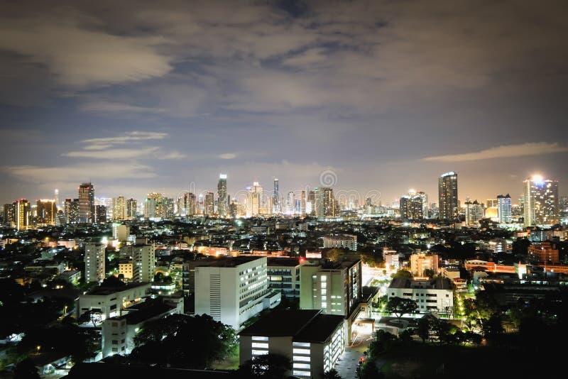 城市在明亮的夜 库存图片