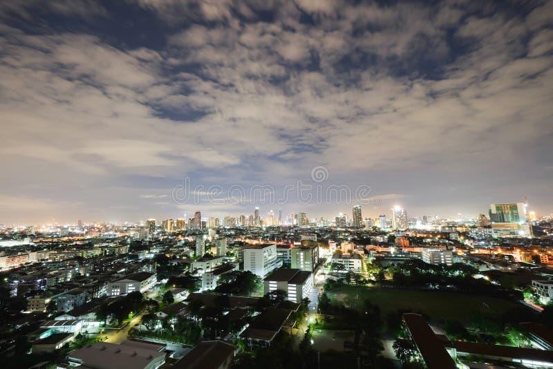 城市在明亮的夜 免版税库存照片