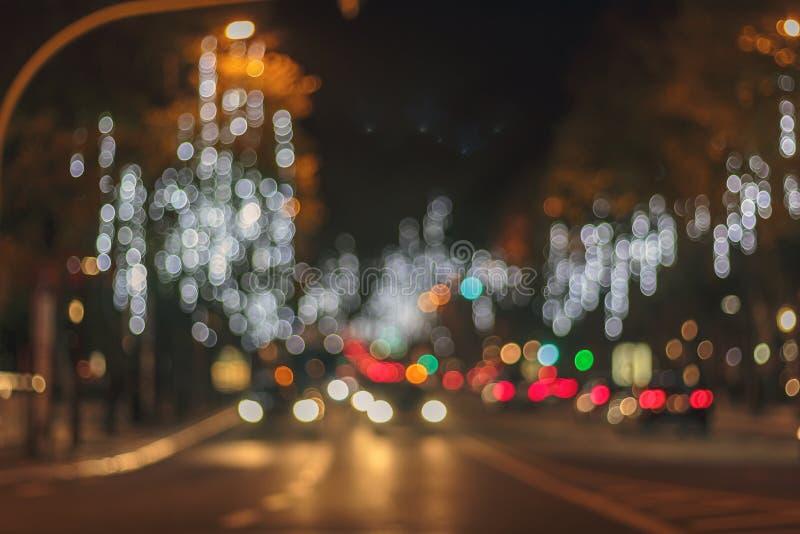 城市在晚上 抽象bokeh城市点燃背景 库存图片