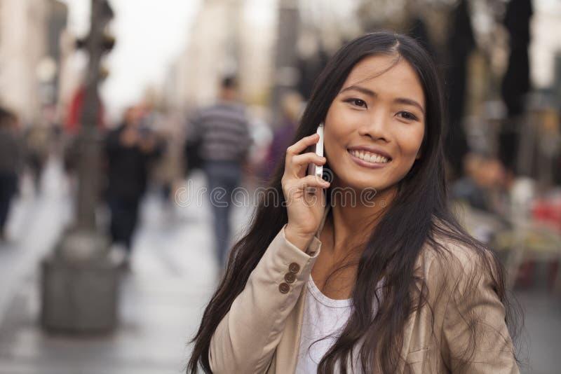 城市场面都市妇女年轻人 免版税库存照片