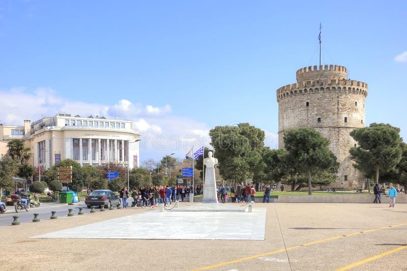 城市塞萨罗尼基 白色的塔和的城市的看法 库存照片