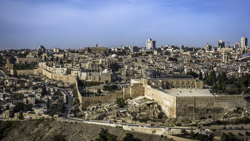 城市外部耶路撒冷尖塔老墙壁 库存照片