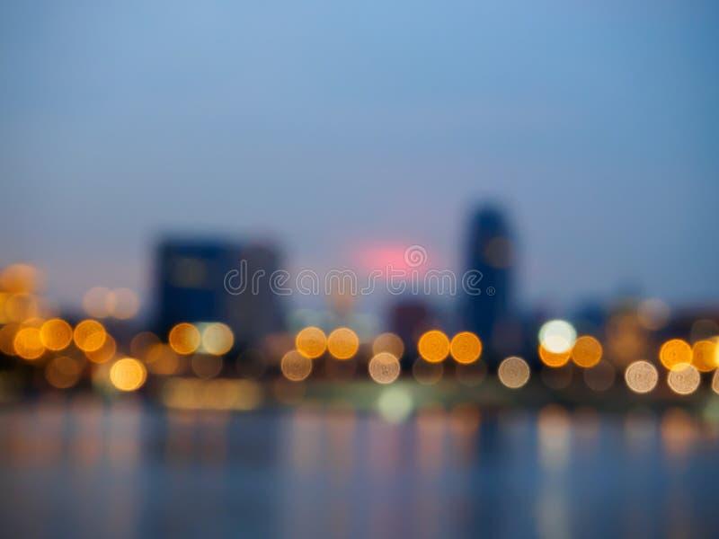 城市夜光弄脏了bokeh背景 免版税库存照片