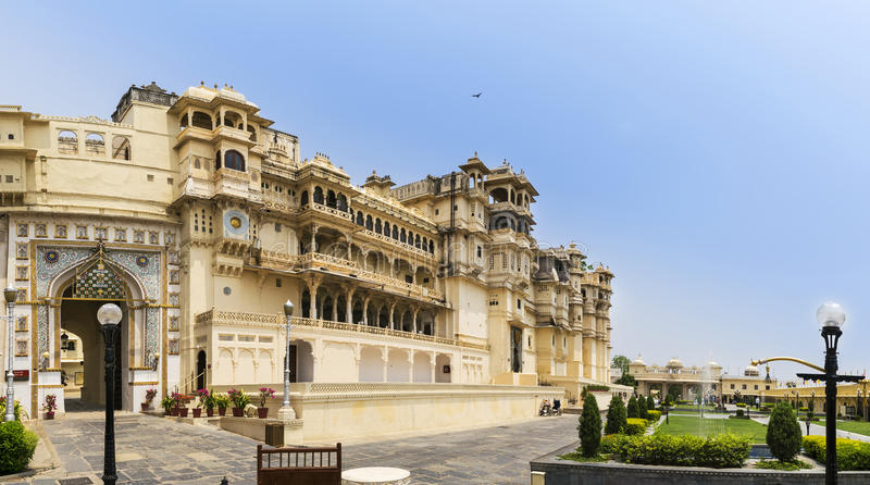 城市宫殿,乌代浦,印度全景  免版税库存照片
