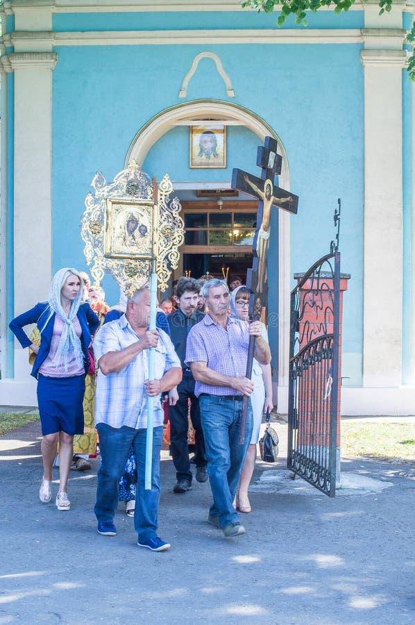 城市居民庆祝了在俄罗斯正教会的神的仪式 库存图片